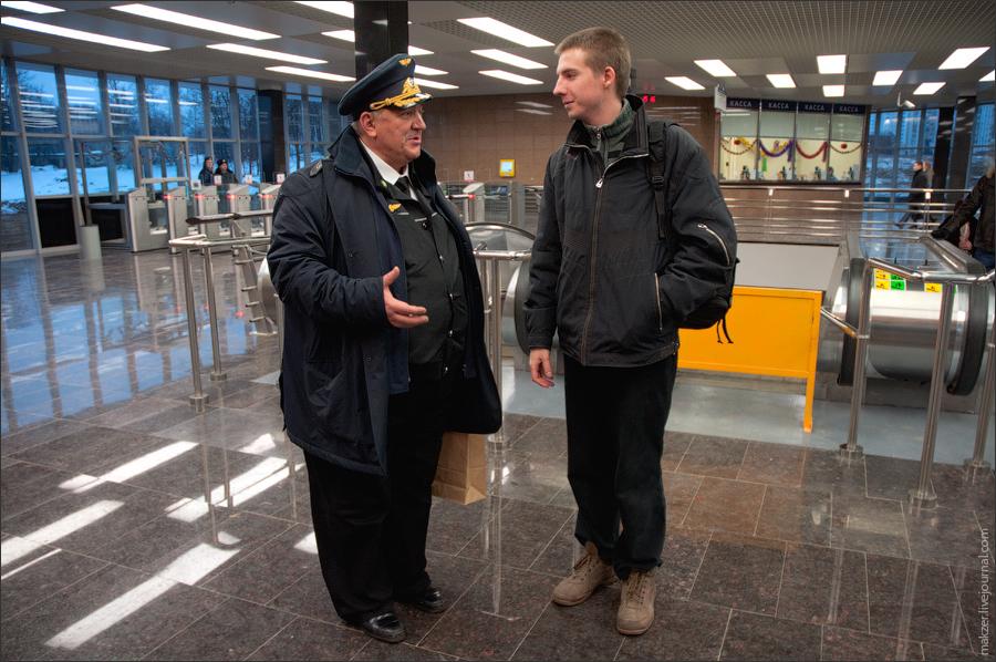 15) На снимке - фотоблоггер Максим Мakzer и Д.В.Гаев, начальник Московского Метрополитена