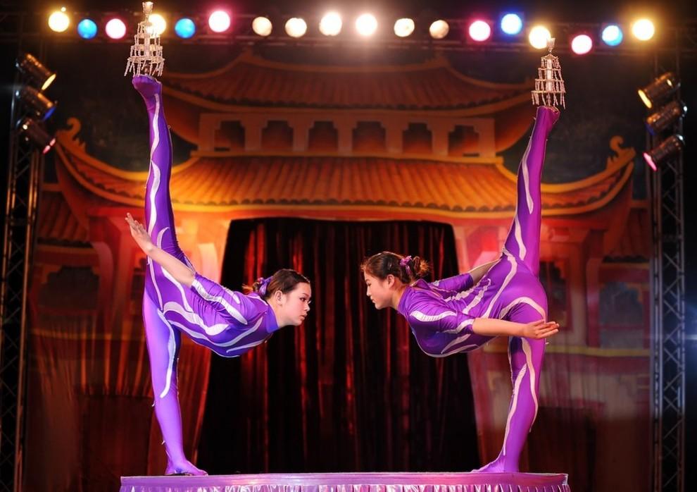 16) Китайские гимнастки в выставочном центре Александра Палас на севере Лондона. (Leon Neal/AFP/Getty Images)