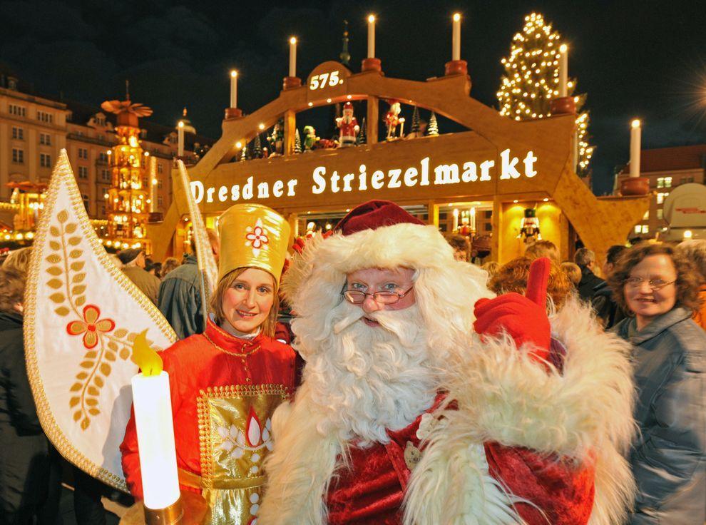 17) Санта Клаус и ангел открывают рождественскую ярмарку. (EPA / 26 ноября 2009/ Германия, Дрезден)