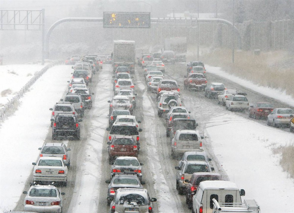 15. Водители на шоссе 215 недалеко от Парлейс Каньон застряли в пробке во время утреннего снегопада в Солт-Лейк-Сити во вторник. Патрульная служба штата Юта сообщила о 76 авариях с повреждением частной собственности в округах Солт-Лэйк и Юта в период между полуночью и 10 утра. (Jeffrey D. Allred / AP)