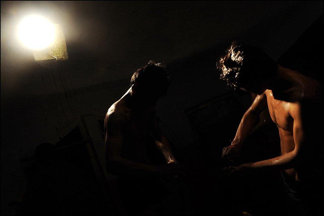 19) © Massoud Hossaini, AFP / Getty Images / / Para Syiah dicuci di pemandian publik sebelum liburan.
