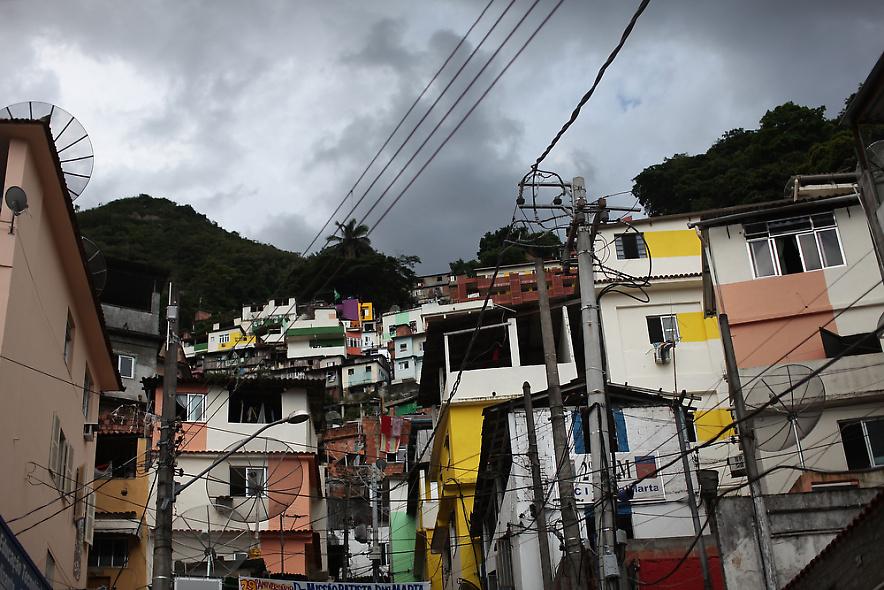 20. Так выглядит недавно «зачищенный» район Санта Марта – один из самых старых трущоб в Рио. (Photo by Spencer Platt/Getty Images)