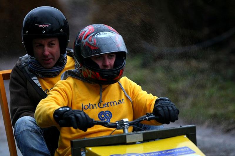 11) Оба члена команды во время заезда максимально сконцентрированы, хотя на лицах можно наблюдать и радотную улыбку. (Christopher Furlong/Getty Images)