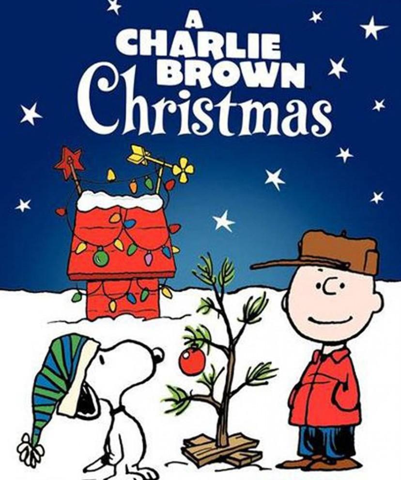 22. В «Рождестве Чарли Брауна» (1965) главный герой Чарли Браун выращивает самую тонкую и неряшливую елку. Поначалу над ним смеются, но своевременная помощь от Линуса говорит об истинном значении праздника. (CBS)