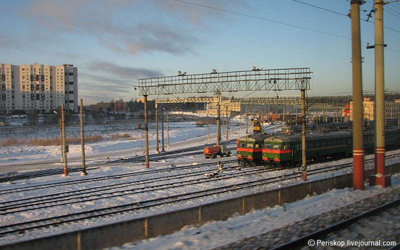 """25) В районе Крюково """"Сапсан"""" сбрасывает скорость до 170 км/ч, и при ярком рассветном зимнем солнце камера уже успевает фокусироваться.26)"""