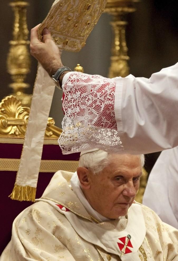 3) В ходе своей еженедельной общей аудиенции Папа обсуждал значение празднования Рождества. (REUTERS/Max Rossi)