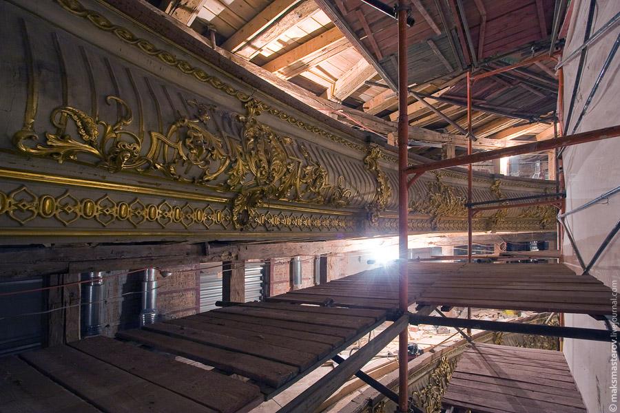 29) Эти барельефы еще дождутся своей очереди и отправятся на реставрацию.