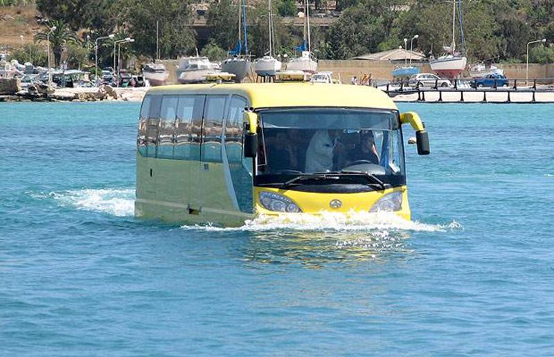 23) 50-ти местный автобус, способный передвигаться по воде со скоростью до 8 узлов в час. (MASONS)