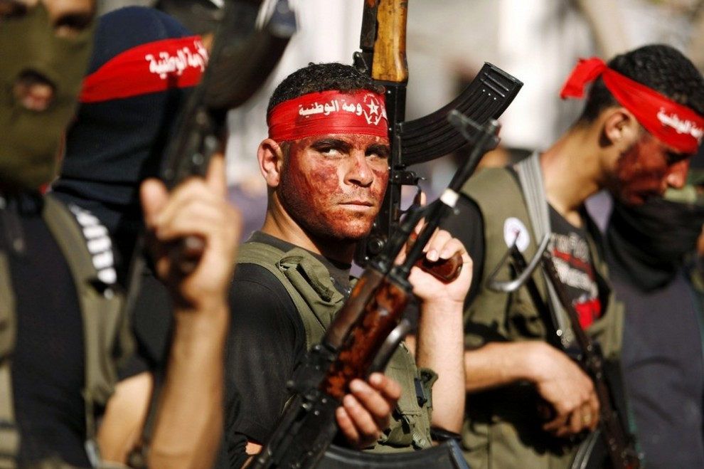 19) Палестинские активисты во время организованного Демократическим фронтом освобождения Палестины марша в лагере для беженцев аль-Бураидж в Секторе Газа 23 мая 2009 года. (REUTERS/Ibraheem Abu Mustafa)