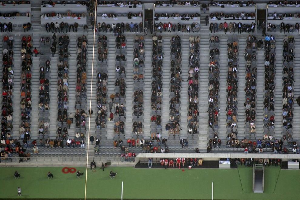 31. Вид с воздуха на первый футбольный матч на стадионе «Аллианц Арена» в Мюнхене.