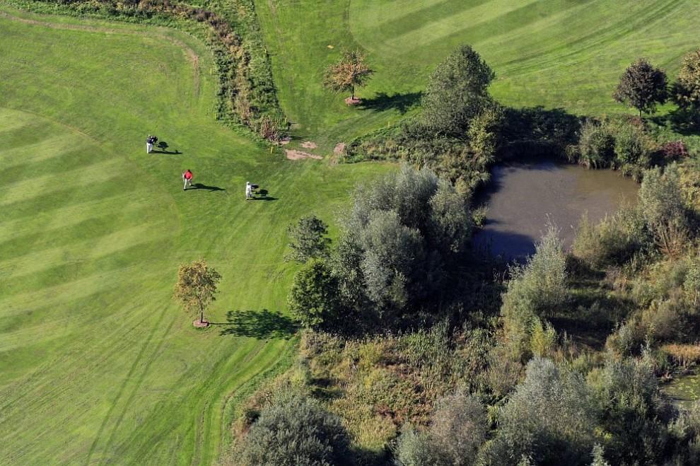 24. Вид с воздуха на гольф-поле в Эберсберге.
