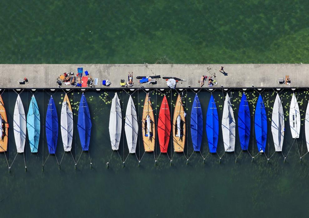 19. Вид с воздуха на лодочный причал у озера Штарнберг в одноименном городе.