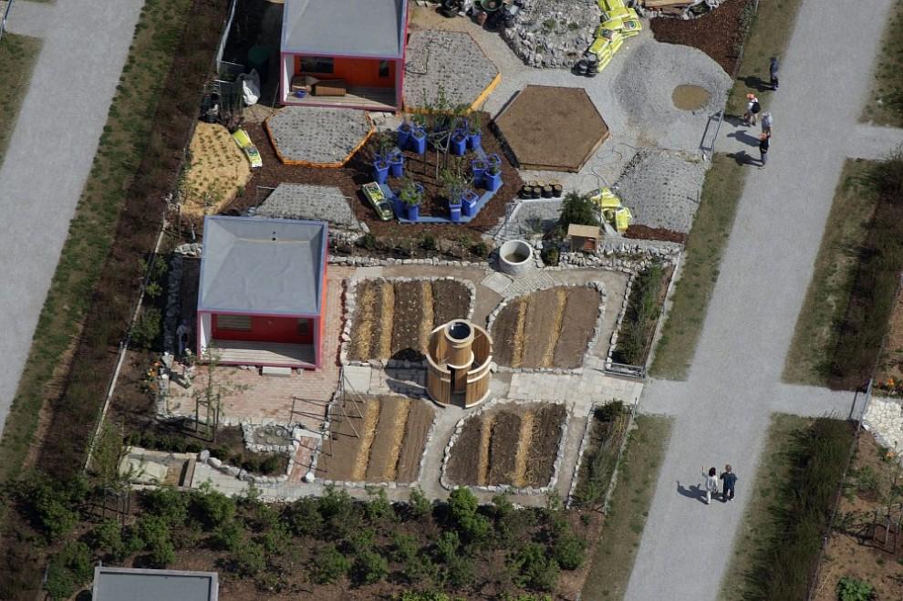 10. Вид с воздуха на маленький сад в районе «BUGA 2005» в Трудеринг-Риме, Мюнхен.