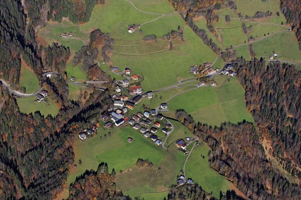 4. Вид с воздуха на Гроссен Вальзерталь в коммуне Блонс, Австрия.
