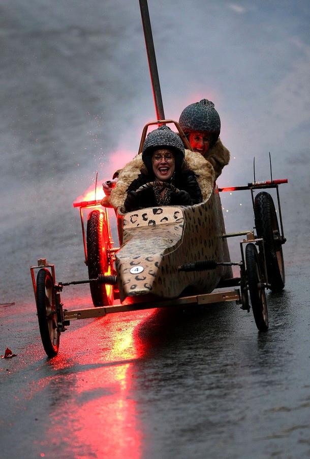 9) В лицах участников гонки читается явная радость участия в ней. Блаженство...(Christopher Furlong/Getty Images)