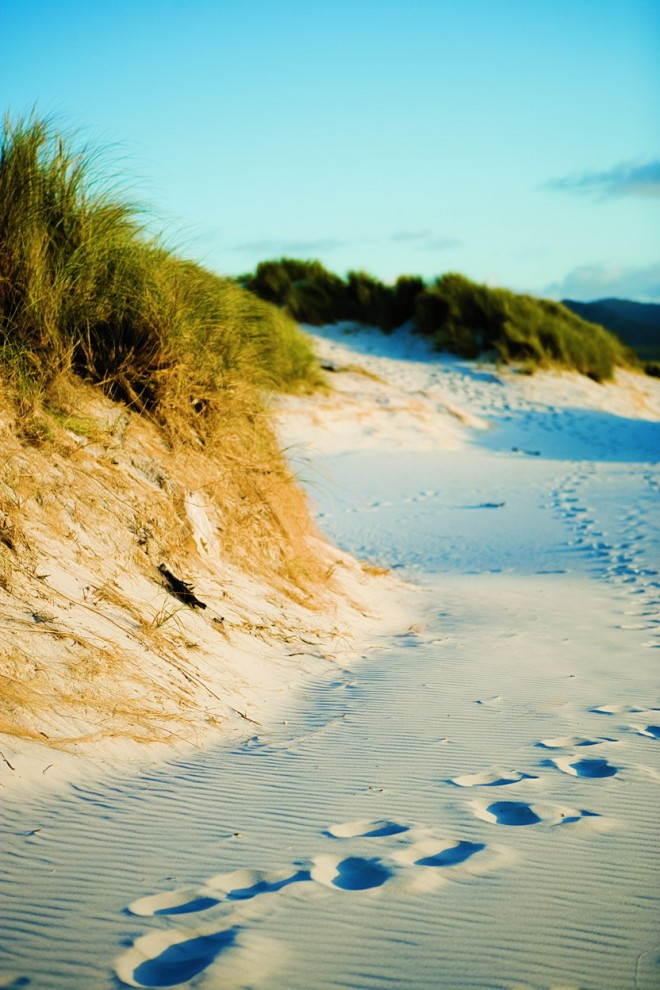 2) Подобно тому, как на прибрежном песке остаются следы Ваших ног, датские матрасы и подушки Tempur тоже какое-то время будут хранить отпечатки Вашего тела, принимая его форму.