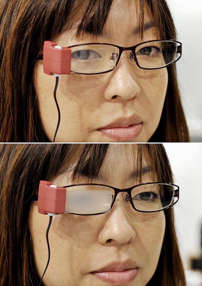 8) Очки предназначены для избежания сухого глаза, когда пользователь сосредоточен на играх или пребывает в Интернете. Они имеют датчик для обнаружения, как часто глаз пользователя начинает моргать. Объектив затуманивается когда пользователь сохраняет свои глаза открытыми в течение пяти секунд, не моргая. (AFP/GETTY)