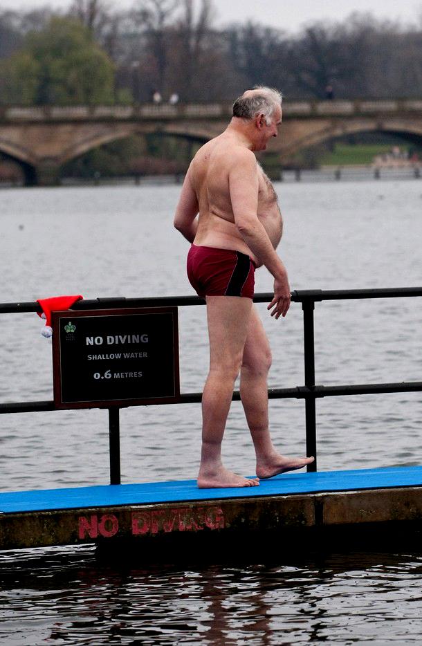 3) Член клуба решительно направлен на встречу с холодом. (Marco Secchi/Getty Images)