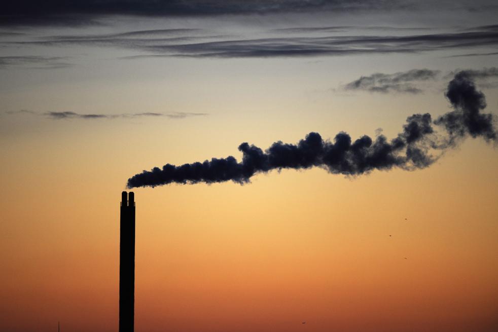 15. Дым поднимается из трубы на рассвете в Копенгагене 13 декабря. (AFP/Getty Images/Axel Schmidt)