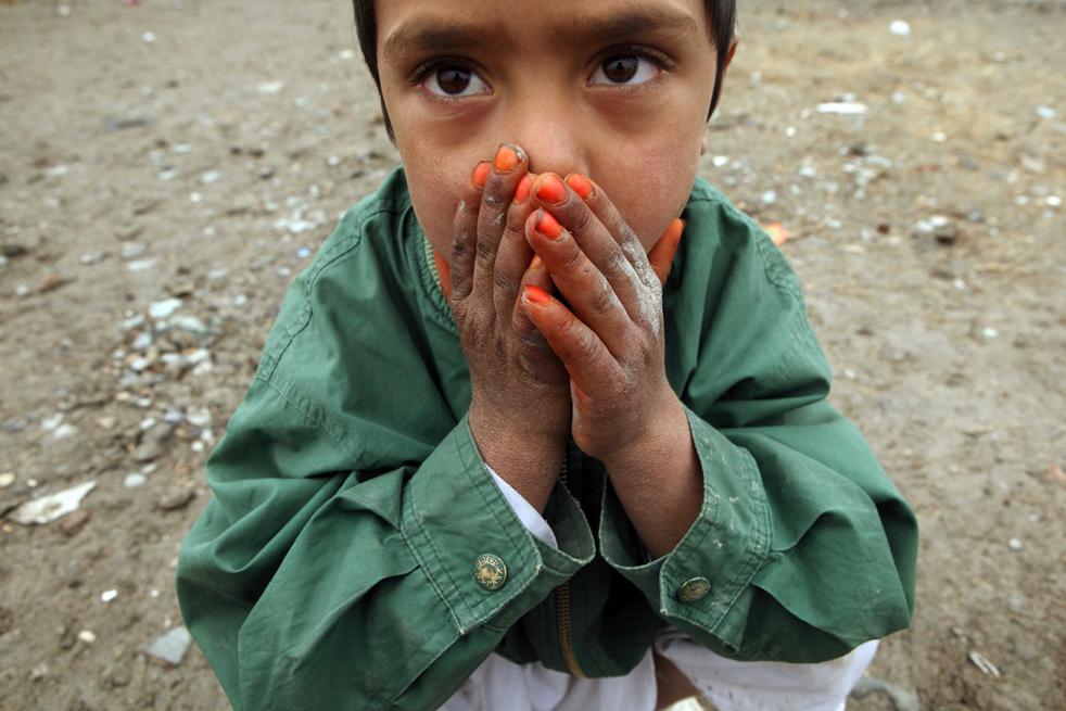 2. По мере того, как в стране начала снижаться температура, ООН и афганское правительство начали предоставление помощи, которая рассчитана на 200 тысяч людей, которые не могут справиться с жестокими условиями зимы. (Getty Images / Majid Saeedi)