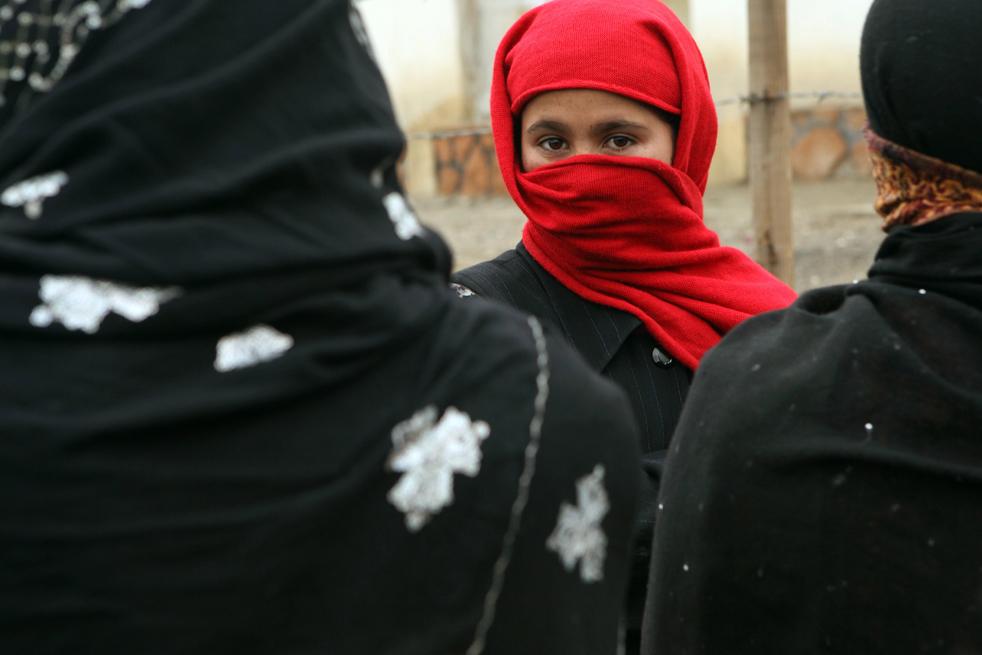 13. Без оказания гуманитарной помощи афганским детям было бы трудно пережить зиму. (Getty Images / Majid Saeedi)