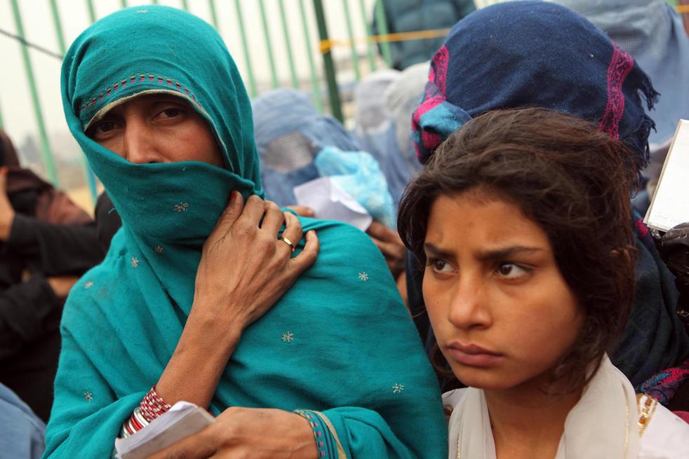 14. В районах, где сохраняется напряженная обстановка, гуманитарный кризис обычно обостряется с приближением зимы. (Getty Images / Majid Saeedi)