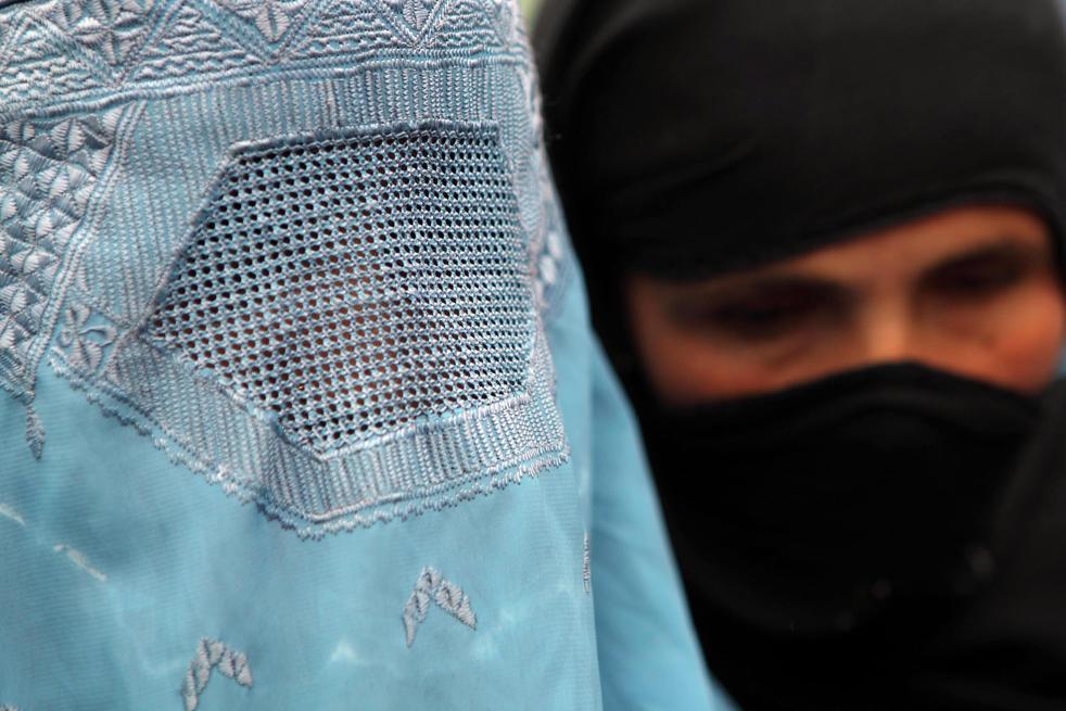17. Положение женщин в Афганистане всегда было не легким. Жизнь этих женщин-беженок зависит от международной помощи. (Getty Images / Majid Saeedi)