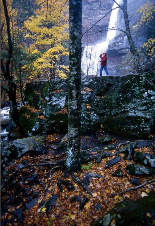 13. Часто окутанный собственным туманом легендарный водопад Каатерскилл был представлен американским иммигрантам Вашингтоном Ирвингом в его произведении «Рип Ван Винкль». Двухъярусный 79-метровый водопад является самым высоким в штате и вдохновил художников 19 века на создание школы живописцев реки Гудзон. (Peter Guttman)