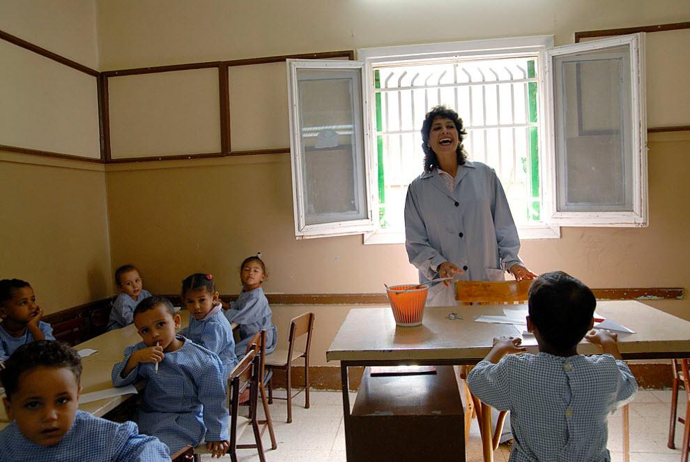 12. Один из крупнейших спонсоров Абу Заабала «Caritas Egypt» основал в 1982 году социо-медицинский центр в соседней деревне Абдел Монейм Риад. В их детском саду обучается около 120 детей прокаженных и бывших прокаженных. Дети учатся читать и писать и получают один полноценный прием пищи в день, включая свежее молоко. Регулярно приходит терапевт. (Claudia Wiens)