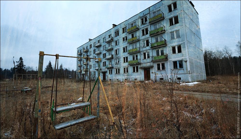 1) Брошенный в 2005 году военный городок в Московской области.