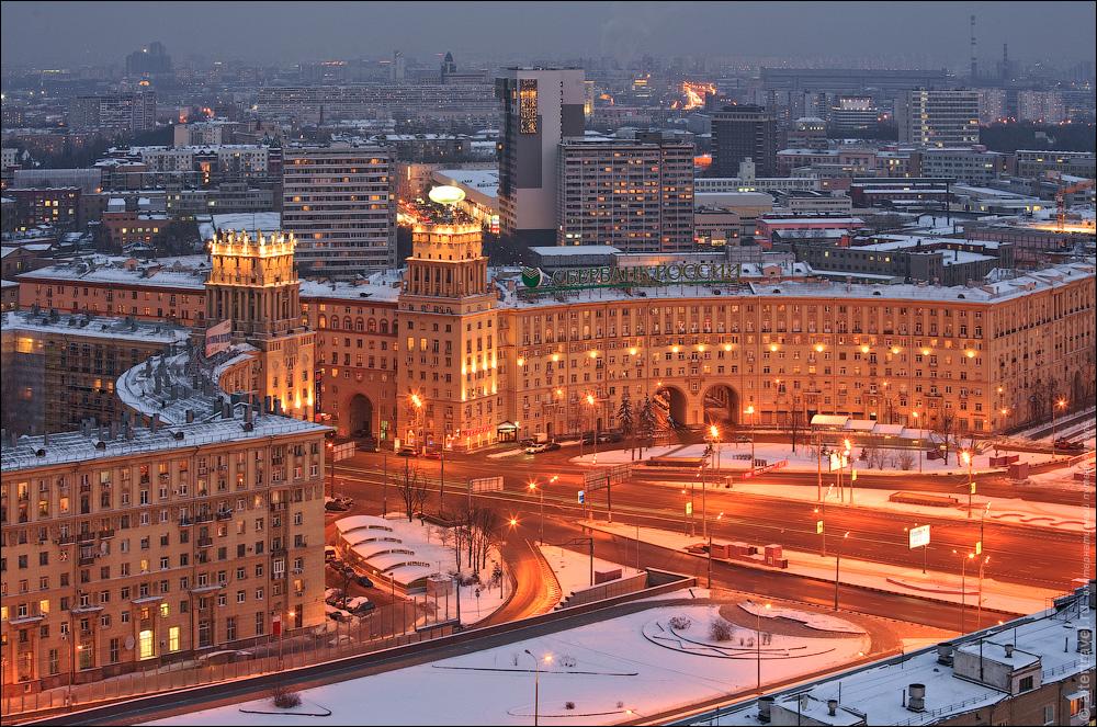 9. Юго-западные ворота Москвы. Комплекс зданий построен в конце 40х годов. Раньше это была знаменитая площадь Калужской заставы.