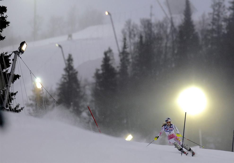 9. Линдсей Вонн из США на первом этапе Кубка мира по женскому слалому 13 декабря 2009 года в Аре, Швеция. (OLIVIER MORIN/AFP/Getty Images)