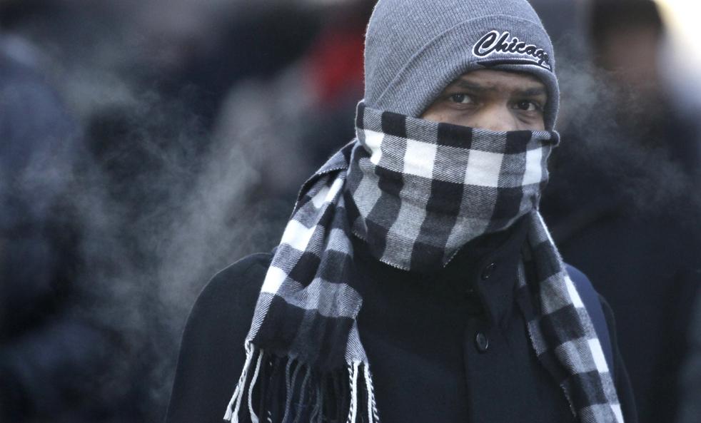 17. Пешеход в Чикаго 10 декабря. (AP/M. Spencer Green)