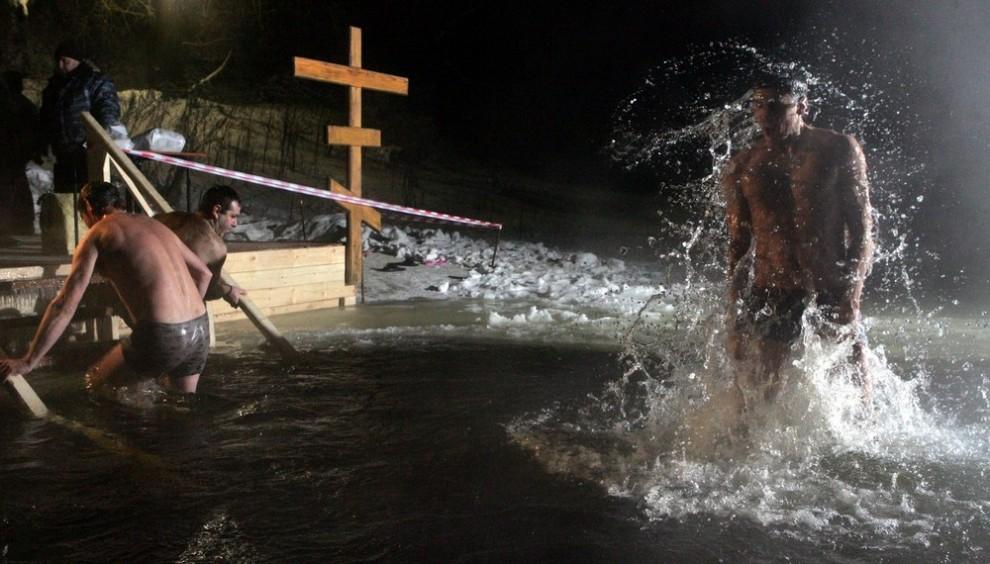 10) Многие из горожан начинают заниматься зимним закаливанием именно с Крещения.