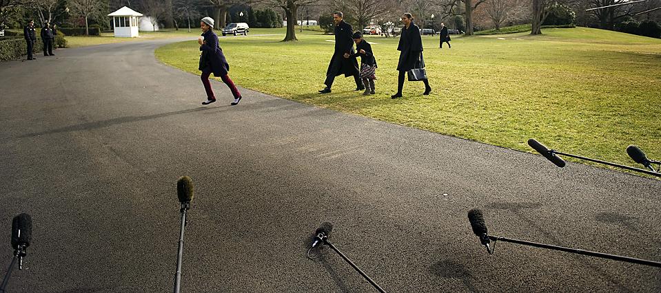 6. Президент США Барак Обама, его супруга Мишель и дочери Саша и Малиа вернулись в Белый Дом после проведенных на Гавайях каникулах. (Jim Watson/Agence France-Presse/Getty Images)