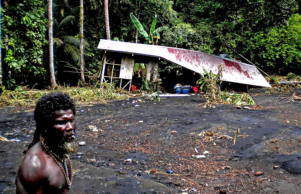 15. Власти опубликовали этот снимок, демонстрирующий ущерб после землетрясения в 7,2 балла, которое спровоцировало оползни и цунами на Соломоновых островах. В Рендове, например, было уничтожено около 200 домов. (National Disaster Management Office/Agence France-Presse/Getty Images)