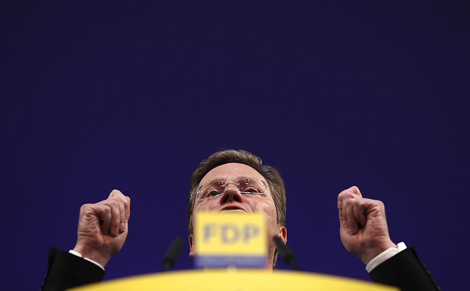 13. Министр иностранных дел Германии Гвидо Вестервель – лидер свободной демократической партии – произносит речь на традиционном собрании партии в Штутгарте. (Ralph Orlowski/Reuters)