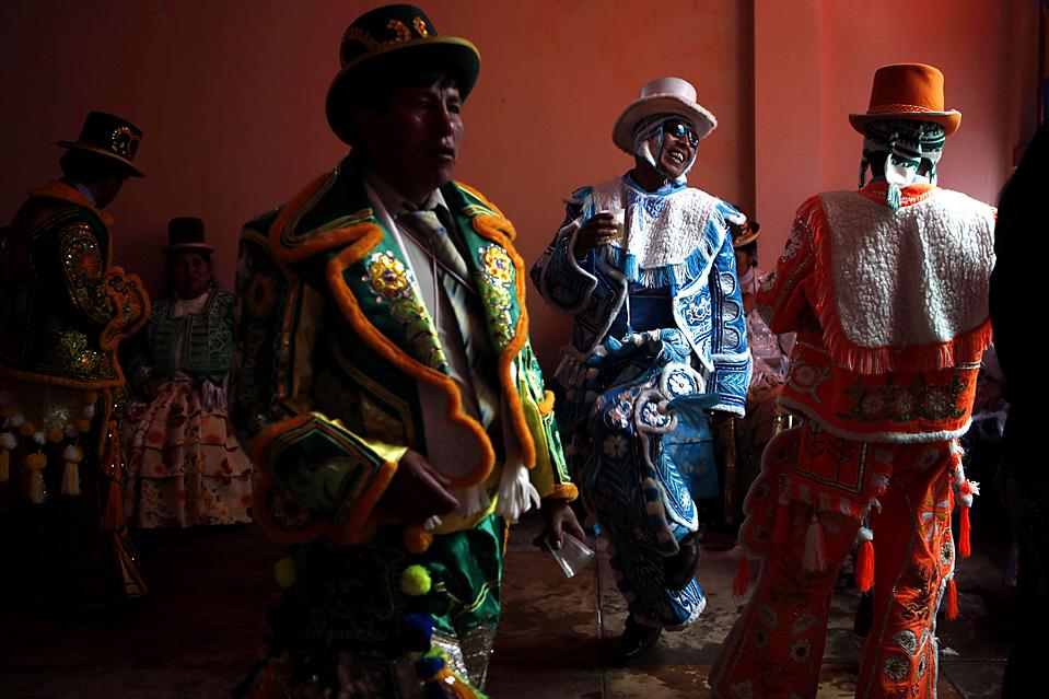4. Люди участвуют в грандиозном карнавале в Какуивари, Боливия. (Dado Galdieri/Associated Press)