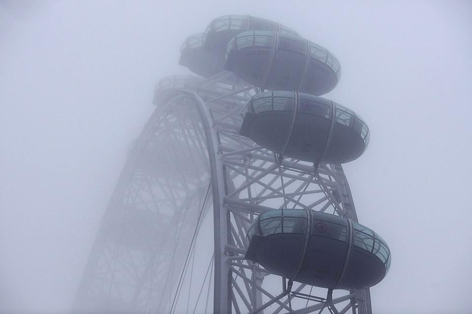 16. Утренний туман окутал Лондонский глаз. Температура в столице Великобритании останется на отметке выше нуля на этой неделе после длительного периода морозов. (Oli Scarff/Getty Images)