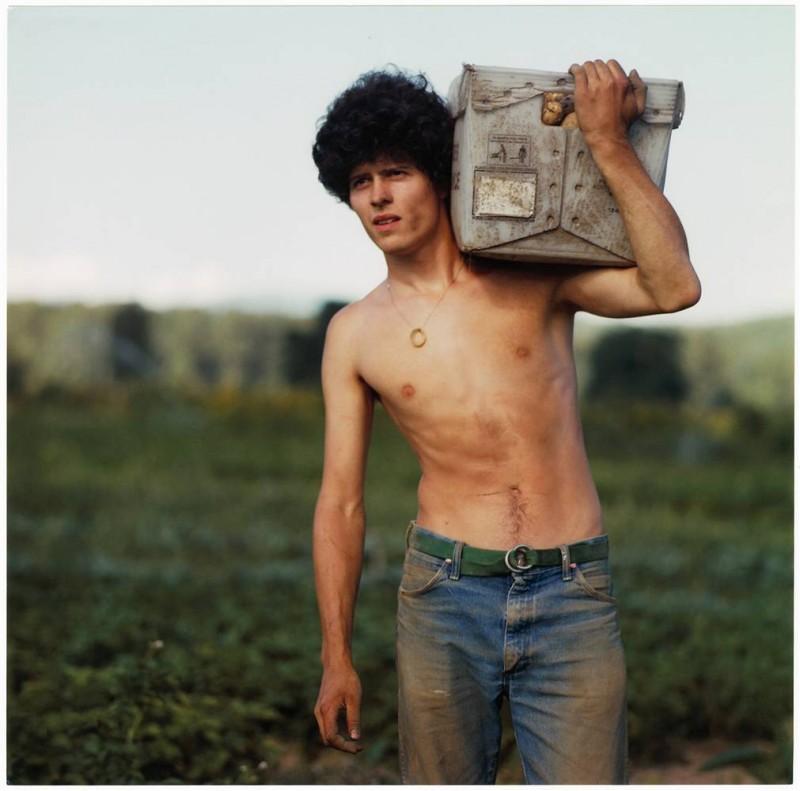 1. На этом фото вы видите Пьера – фермера, использующего только органические удобрения, с северо-запада. Он работает на картофельном поле на ферме в Карнейшене в Вашингтоне. (Anna Mia Davidson / Character Project)