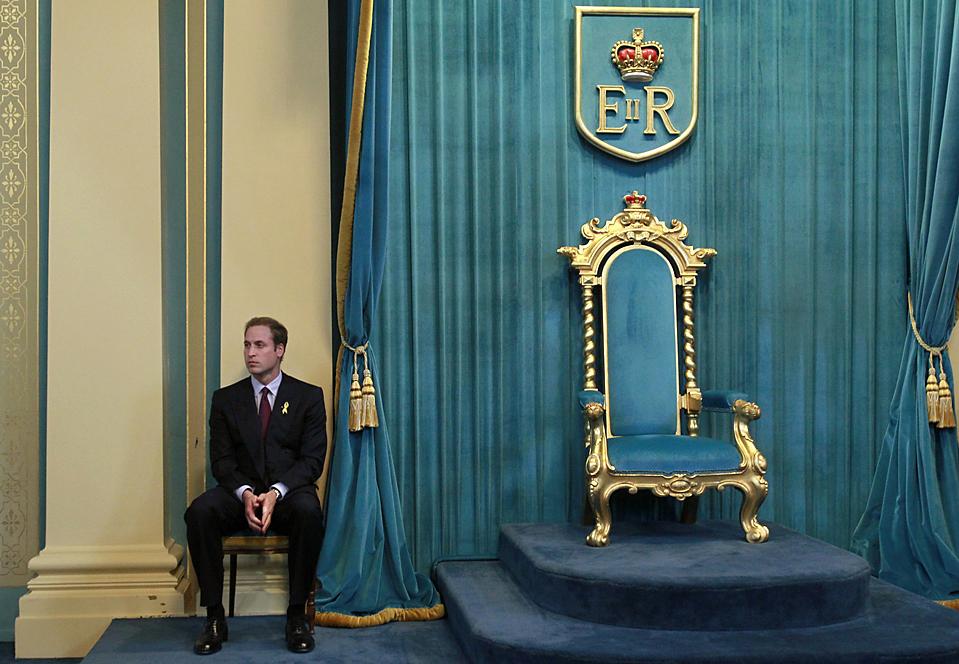 11. Принц Великобритании Уильям ждет начала своего обращения к аудитории в резиденции губернатора в Мельбурне. Во время своего визита в Австралию принц встретился с выжившими в сильнейшем лесном пожаре прошлого года. (Mick Tsikas/Reuters)