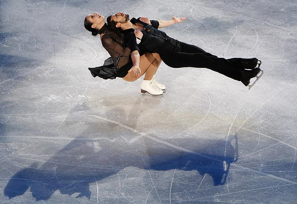 5. Федерика Файелла и Массимо Скали из Италии выступают на Европейском чемпионате по фигурному катанию в Таллине. (Grigory Dukor/Reuters)