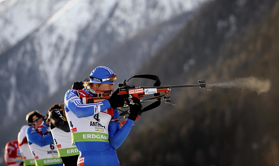 8. Мужчины соревнуются на этапе Кубка мира по биатлону в Антерселве, Италия. (Alessandro Bianchi/Reuters)