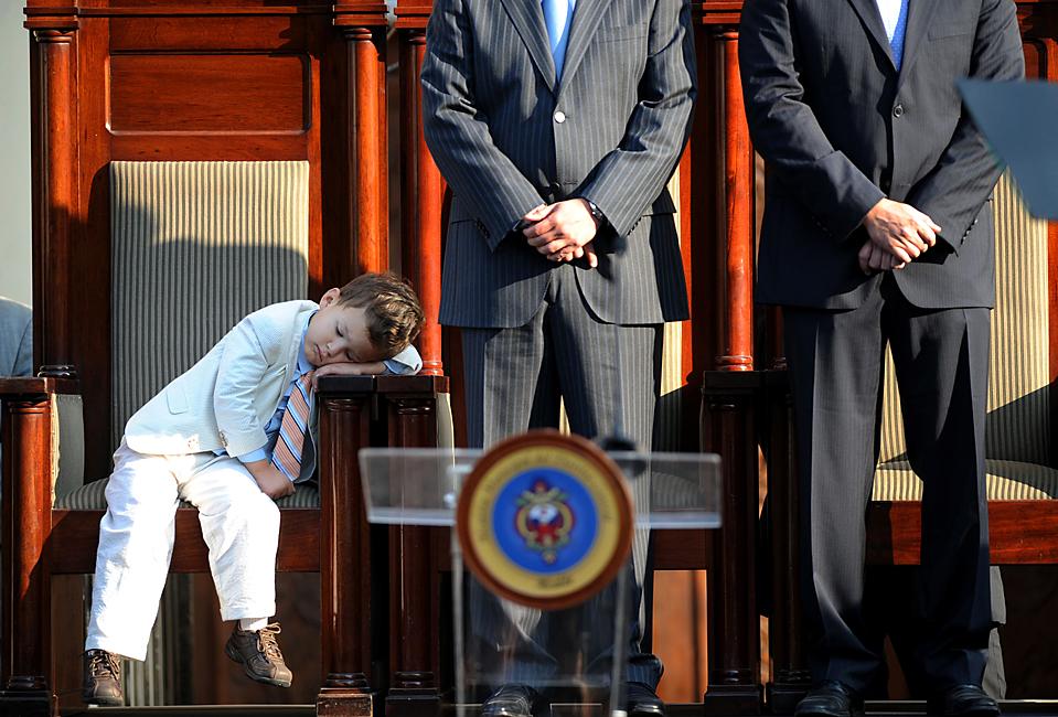 1. Риккардо – сын будущего мэра Тегусигальпы Рикардо Альвареза – спит на присяге своего отца в Ла Либертад сквер в Комаягуела, Гондурас. (Orlando Sierra/Agence France-Presse/Getty Images)
