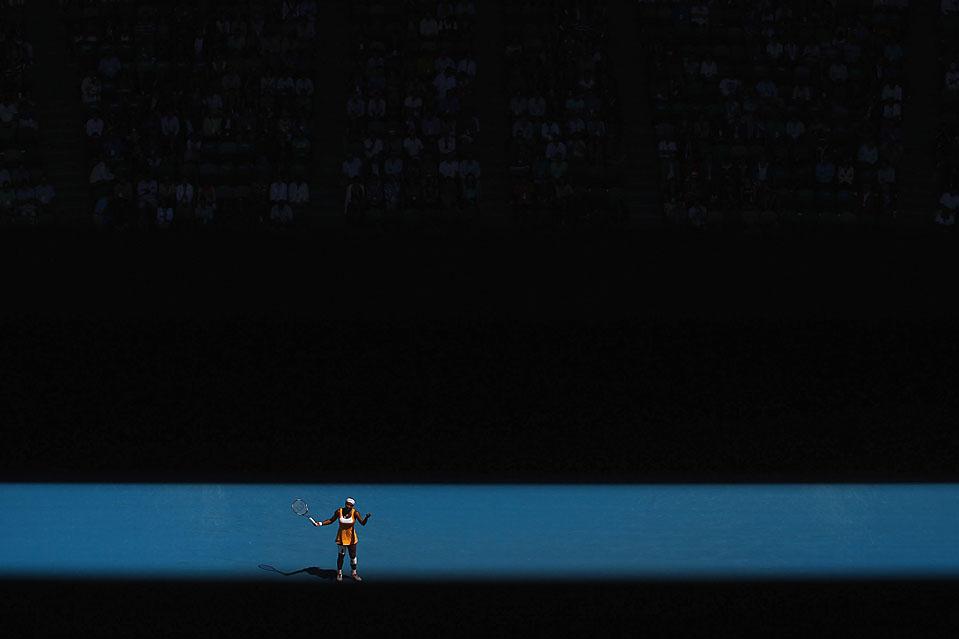 10. Серена Уильямс радуется выигранному очку в четвертьфинале против теннисистки из Беларуссии Виктории Азаренки на турнире «Австралиан Опэн» в Мельбурне. Уильямс выиграла и прошла в полуфинал. (Cameron Spencer/Getty Images)