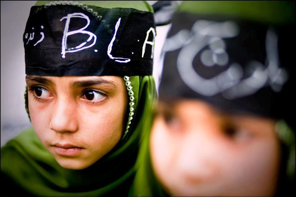 1) Две девочки на антипакистанской демонстрации 27 марта, 2009 года.