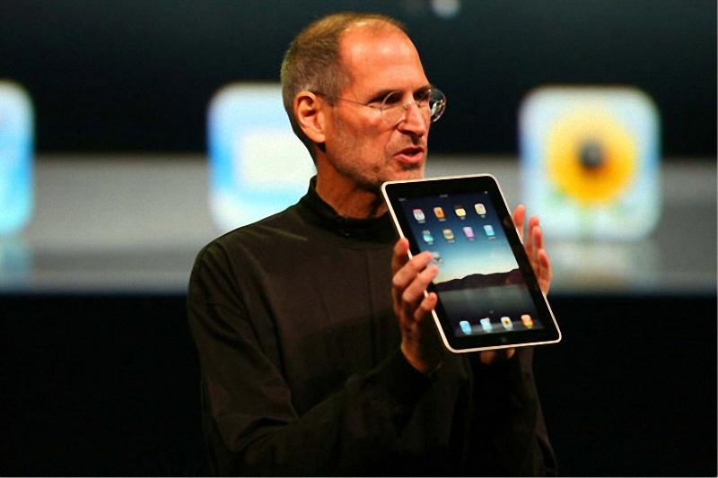 1. Исполнительный директор компании «Apple» Стив Джобс представляет новый планшет iPad в среду в Сан-Франциско. (Jim Wilson/The New York Times)