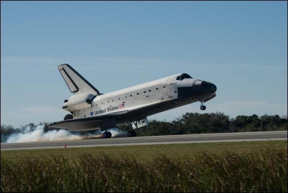 2) © NASA/Jim Grossmann // Touch Down!