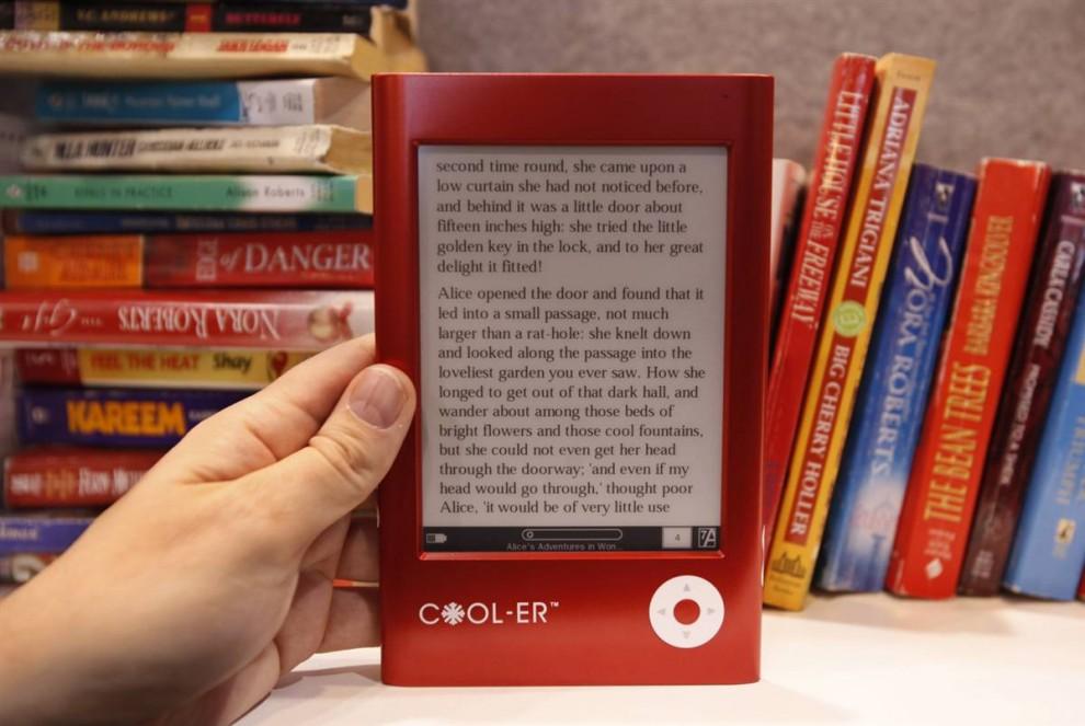 2. Устройство для чтения электронных книг «Interead Cooler» на стенде компании «Interead» на выставке CES. (Paul Sakuma / AP)