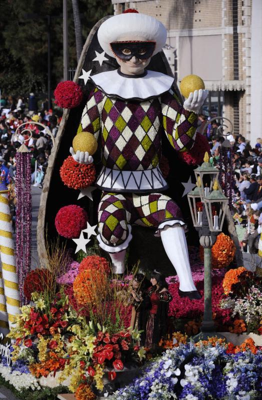 """3) В параде приняло множество платформ украшенных цветами. На снимке - платформа """"Город мечтаний"""" (UPI Photo/Phil McCarten)"""